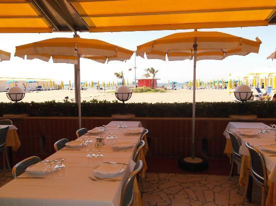 Tavoli all'aperto ristorante la capannina