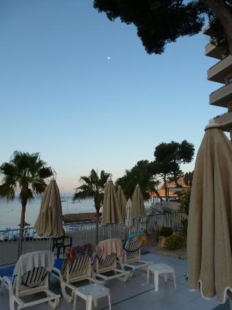 Grupotel Playa Camp de Mar: Pool terrace