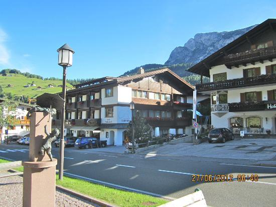 Hotel Armin : Front view of hote.