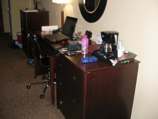 Comfort Suites Pecos: Computer area