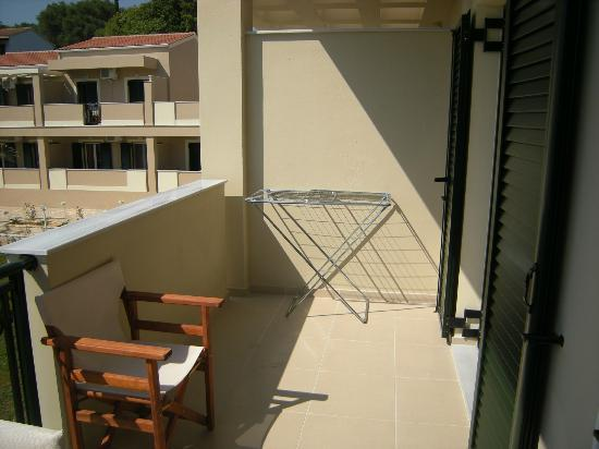 Robolla Beach: Large balcony with drying rack