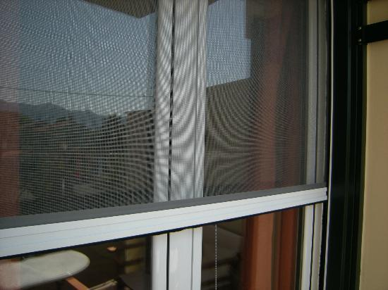Robolla Beach: Pull down screens on all windows/balcony doors