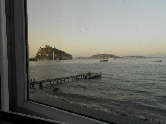 Da Maria: Vista del pontile dell'hotel dal ristorante