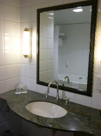 NH Brussels Carrefour De L'Europe : Bathroom