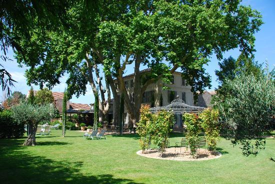La Bastide de Boulbon: Hotel and garden