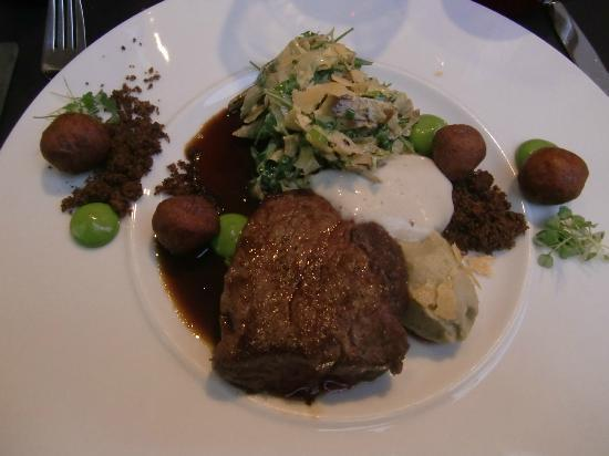 De Blauwe Maan : horse meat with turnips and truffle patato