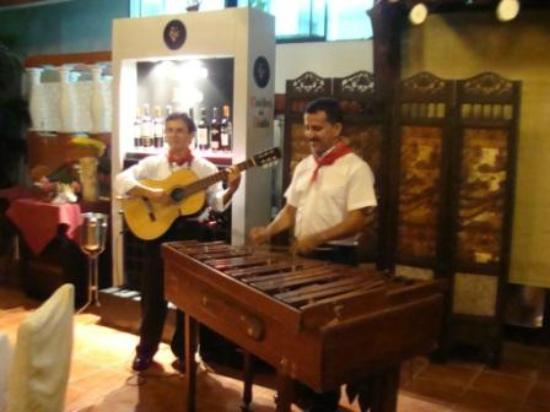 Congo Restaurant at Hotel San Bada: Live Costa Rica folkloric music presentations