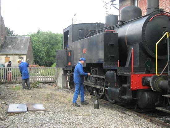 Chemin de fer touristique du Vermandois : bijvullen locomotief voor de terugreis