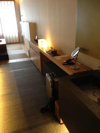 Hotel Kanra Kyoto: Another view of the room