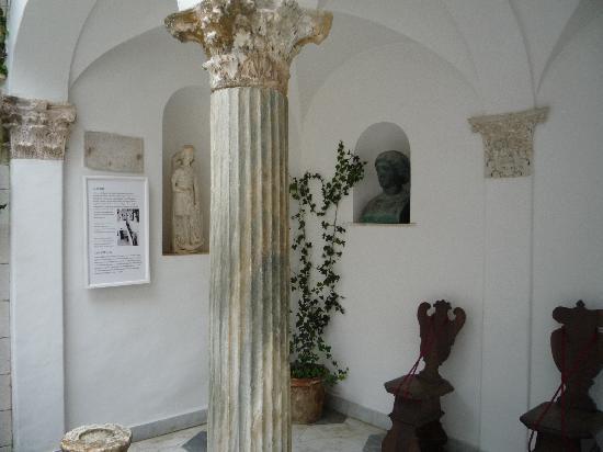 Particolare Con Mobili - Foto di Villa San Michele, Anacapri ...