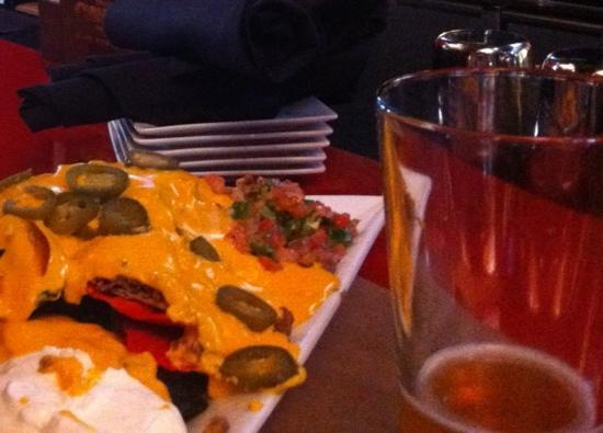 The Flying Puck : massive portion of nachos!!