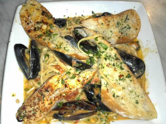 Lure Fish House: Mussels, linguini, spicy tomato sauce (I skiped the broiled bread on top, tho'