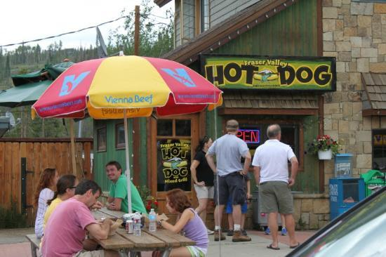 Fraser Valley Hot Dog: View from the street
