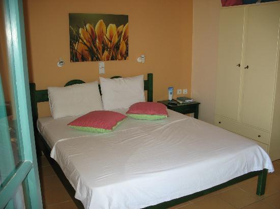 Kaliviani Traditional Hotel: LA NOSTRA CAMERA (LA NUMERO TRE!)