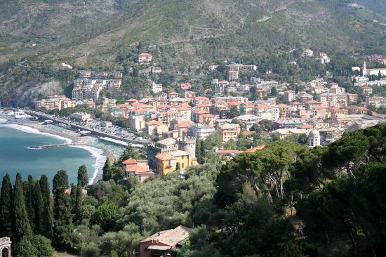 Hotel Nazionale: Levanto from the hill