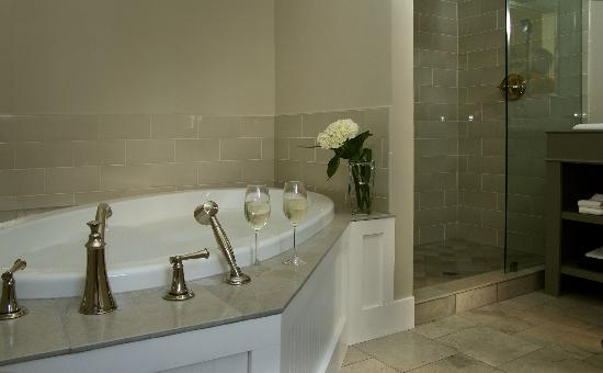 Inn on Randolph: Fowler Bathroom