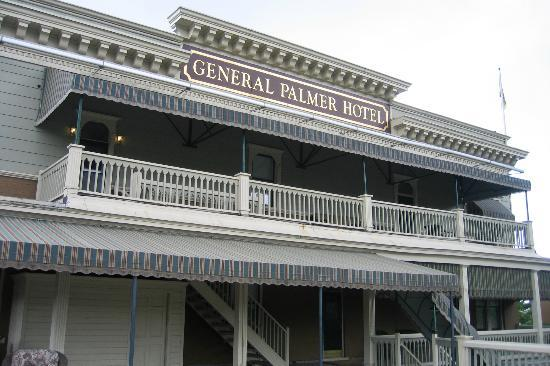 General Palmer Hotel: This was a great area to relax and watch the trains.