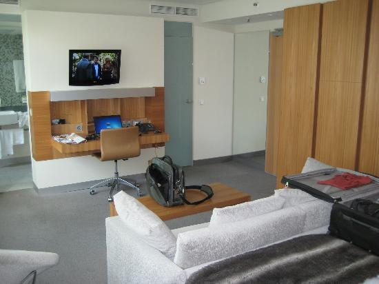 Lindner Hotel Am Ku'damm: Room with sofa and spacious working area