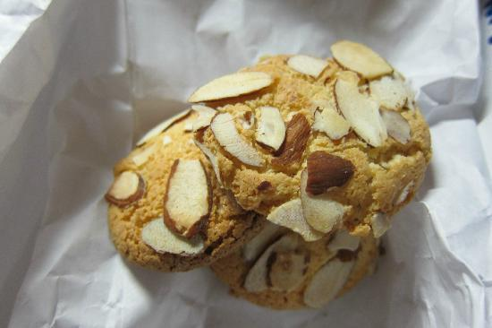 Bova's Bakery: Almond cookies (make sure you get THESE and the florentine cookies!!!)