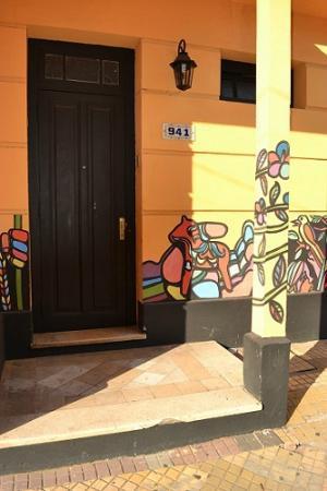 Hostal El Jardin : Front Door