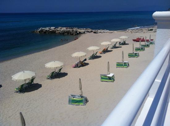 Cala Petrosa Resort: spiaggia