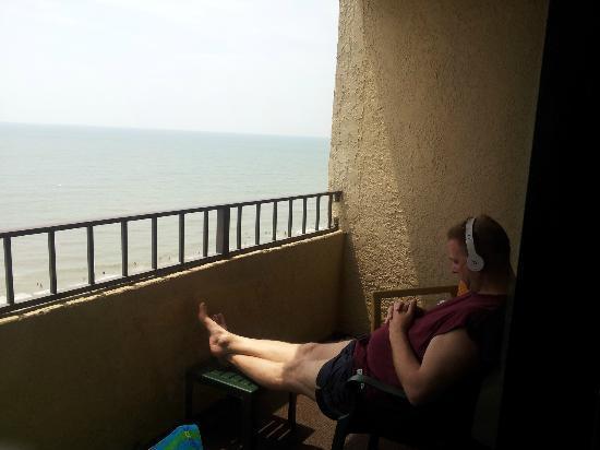 Ocean Reef Resort: private quiet balcony