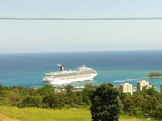 Know Jamaica Tours : View of the ship in port