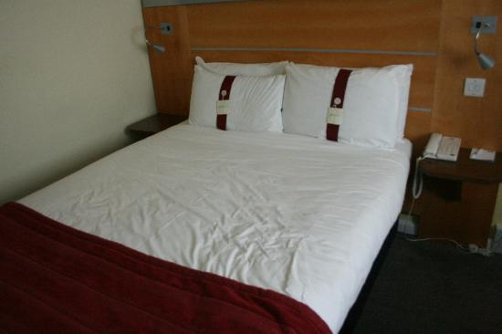 Holiday Inn Express London-Swiss Cottage: Double bedroom