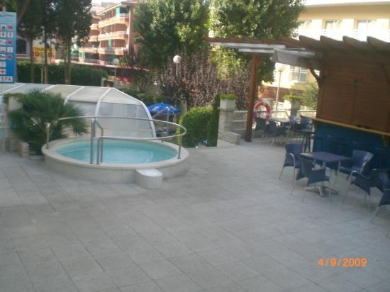 jacuzzi exterieur picture of hotel ght aquarium spa lloret de mar tripadvisor. Black Bedroom Furniture Sets. Home Design Ideas
