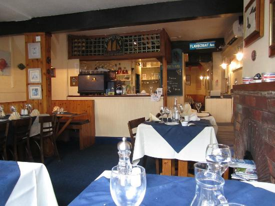 Murrays Seafood Restaurant: Interior of Murray's - small, freindly atmosphere