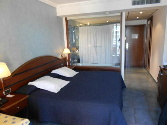 Port Salins Hotel : lit