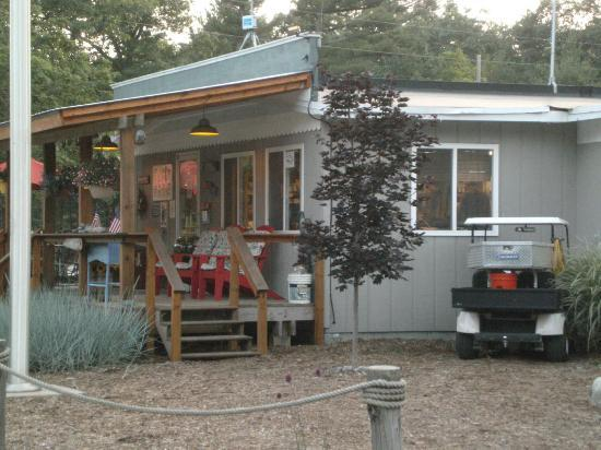 Hill & Hollow Campground : office and store