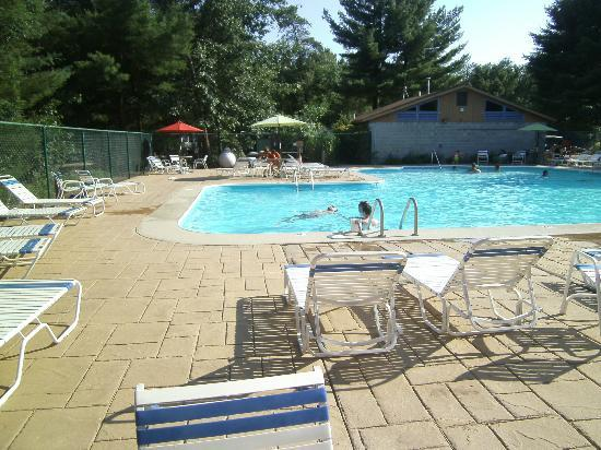 Hill & Hollow Campground: pool