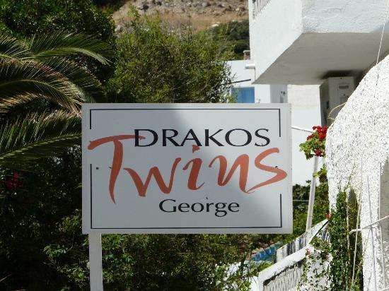 Drakos Twins George : Panneau entrée hotel