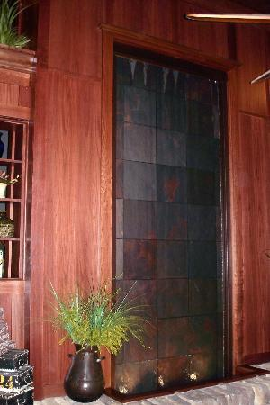 Connors Steak & Seafood: Waterfall Wall