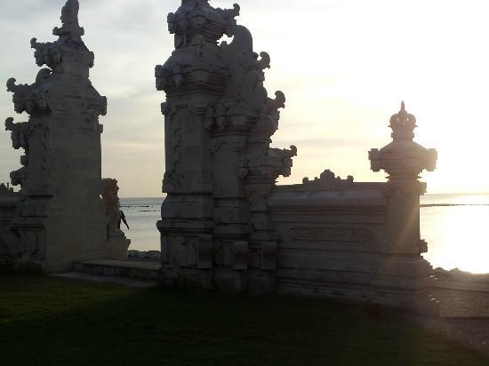 Discovery Kartika Plaza Hotel : porte de la plage