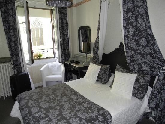 Hotel Saint-Louis: une chambre