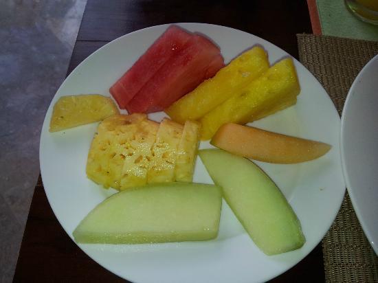 Discovery Kartika Plaza Hotel : fruits petit dej