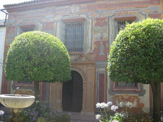 Museo de Julio Romero de Torres: Courtyard between Belles Artes and Julio Romero de Torres