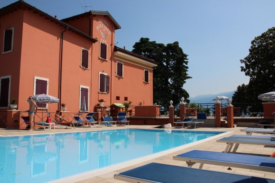 Bogliaco Hotel: la piscine au bord du lac