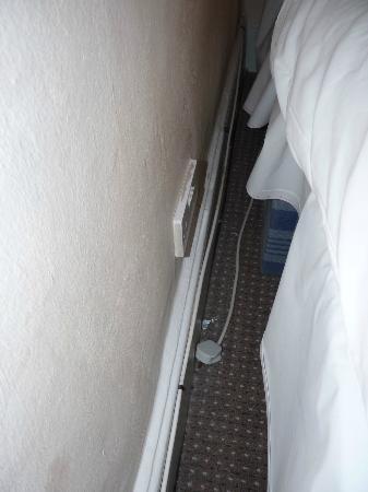 Lodge 51: derrière le lit