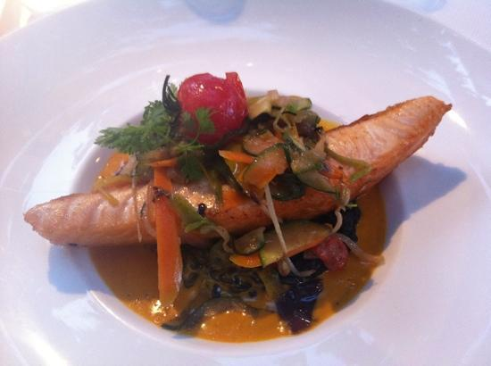 Le Bistrot: salmon with squid ink risotto