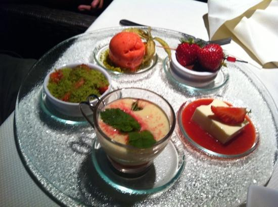 Le Bistrot: strawberry deserts