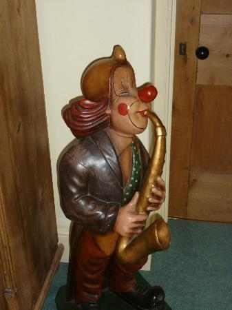 Claridges Farmhouse: Clown on the landing!