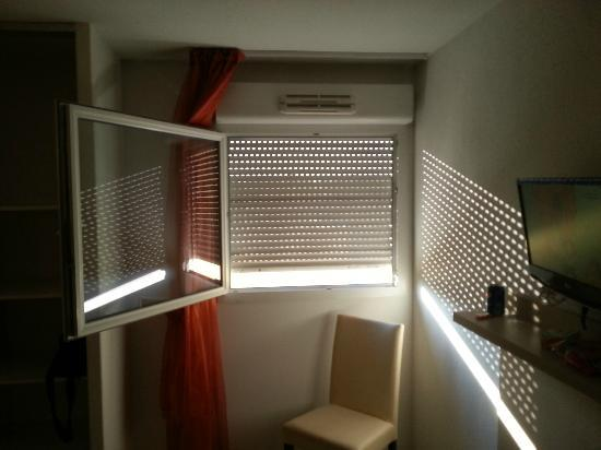 Villa Bellagio: Quality blinds