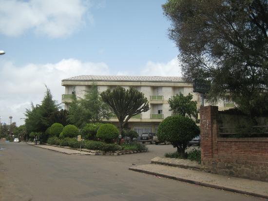 Asmara, Eritrea: l'accès de l'hôtel