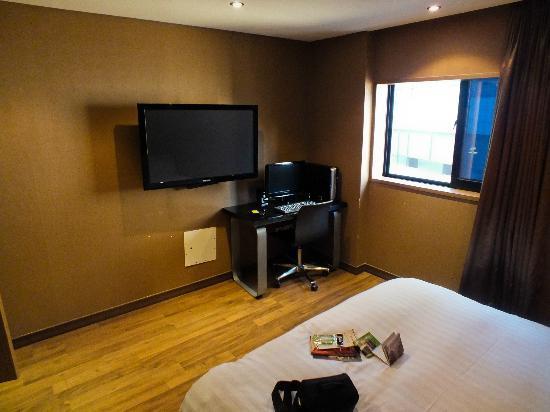 California Hotel: TV & PC