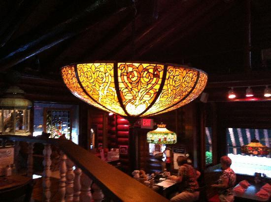 George's Restaurant: Tiffany lamps hang everywhere!