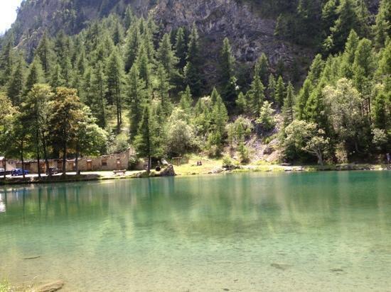 Laghetto naturale foto di albergo lago laux usseaux for Laghetto naturale