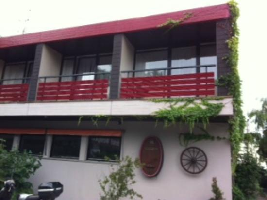 Parkhotel Weinperle: Camere dall'esterno